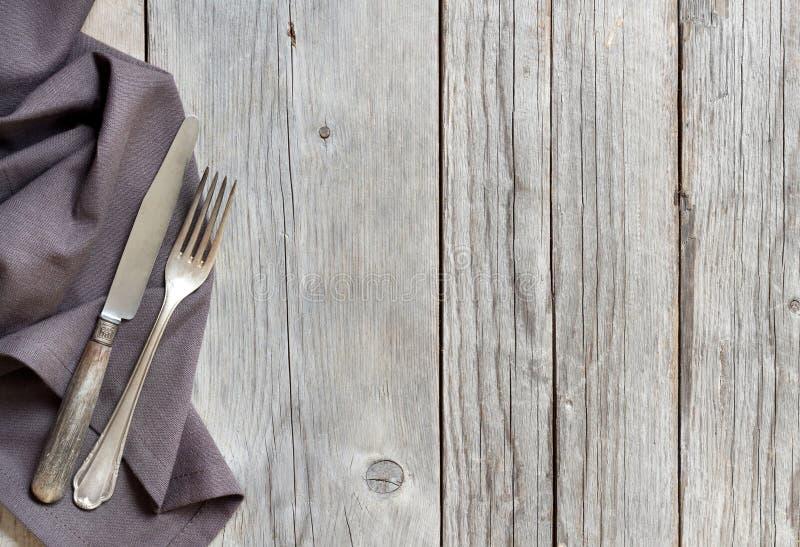 葡萄酒叉子和刀子在木头 库存图片