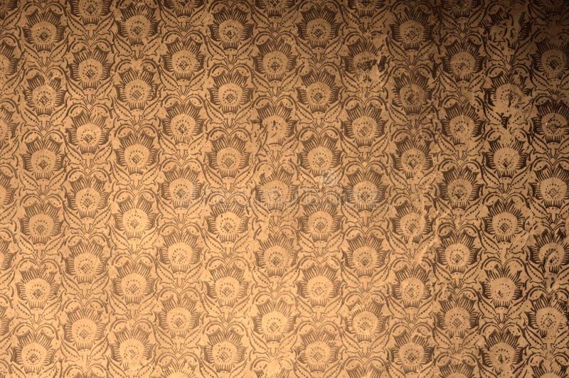 葡萄酒古董风化了在偏正片减速火箭的作用过滤器的花卉墙纸 库存照片