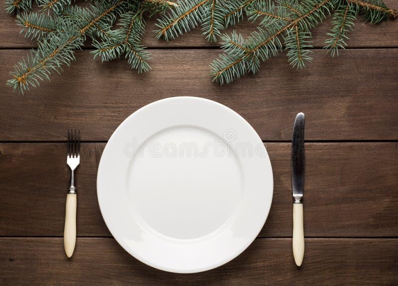 葡萄酒圣诞节桌设置从上面 图库摄影