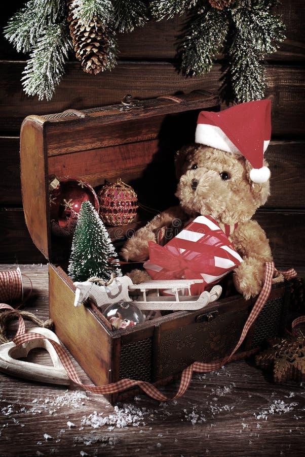 葡萄酒圣诞节胸口 免版税库存图片