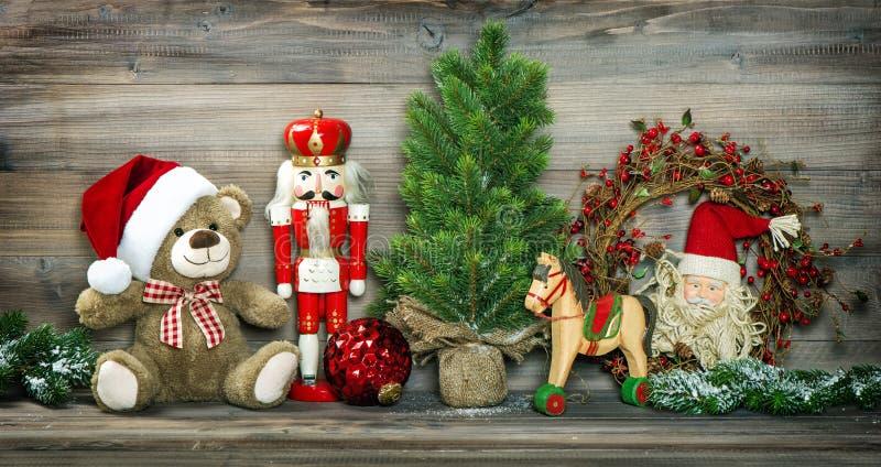 葡萄酒圣诞节装饰玩具熊摇马胡桃钳 库存图片