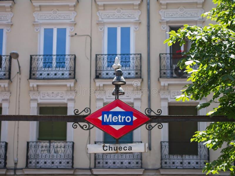 葡萄酒在丘埃卡驻地的地铁标志,马德里,西班牙 免版税库存照片