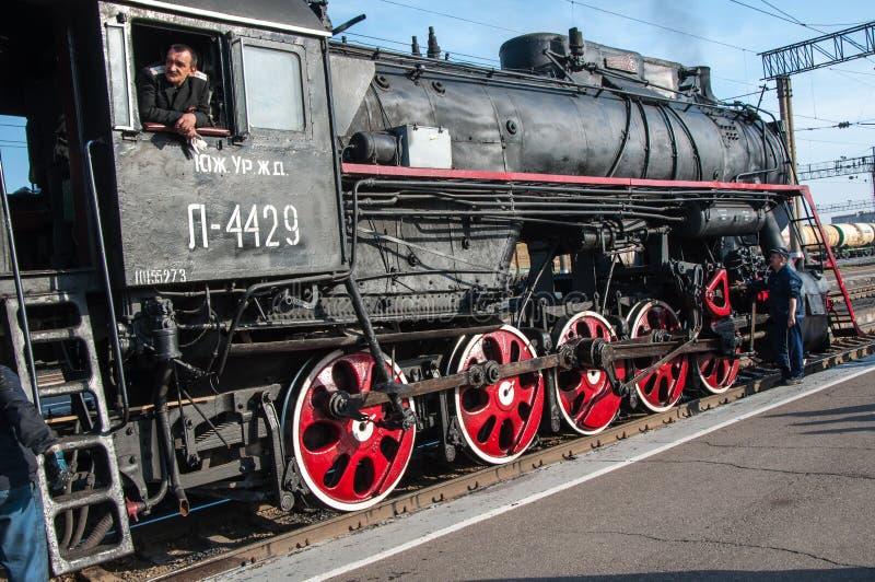 葡萄酒在奥伦堡的驻地的蒸汽机车 免版税图库摄影