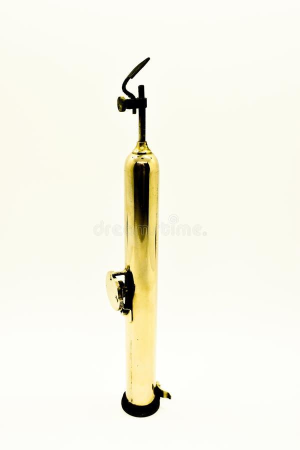 葡萄酒在白色背景隔绝的烙画笔 老木燃烧工具和方法  库存图片