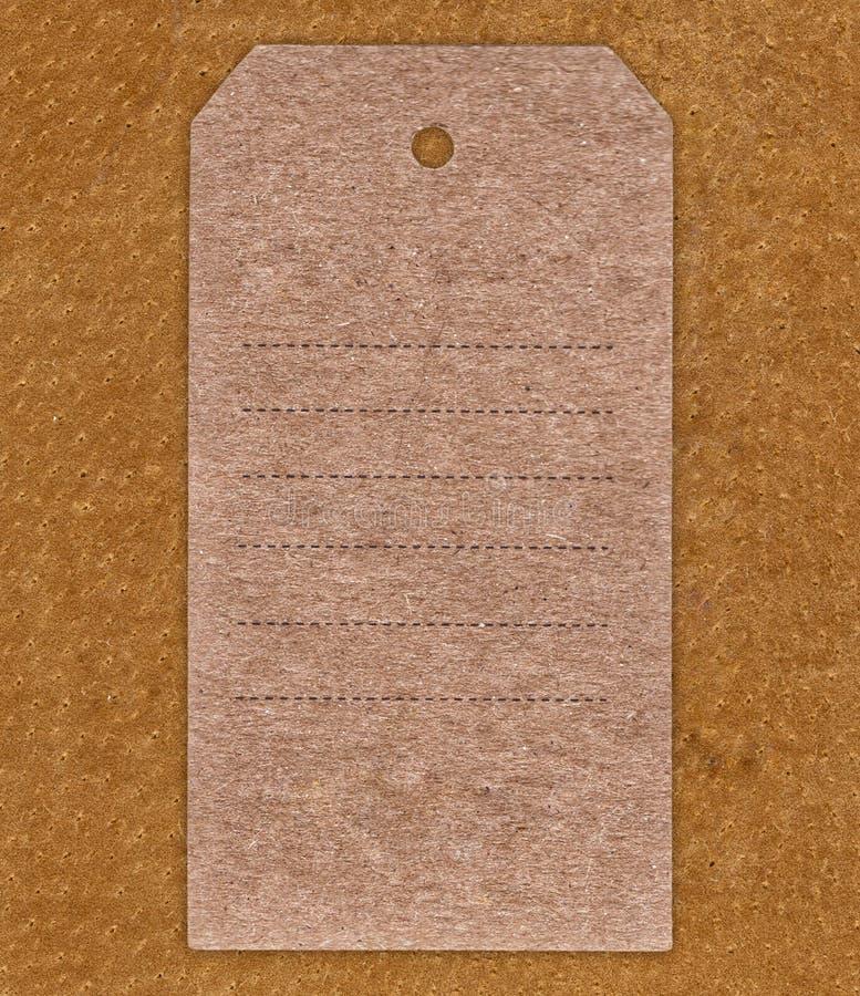 葡萄酒在皮革背景的空白标签 免版税库存图片