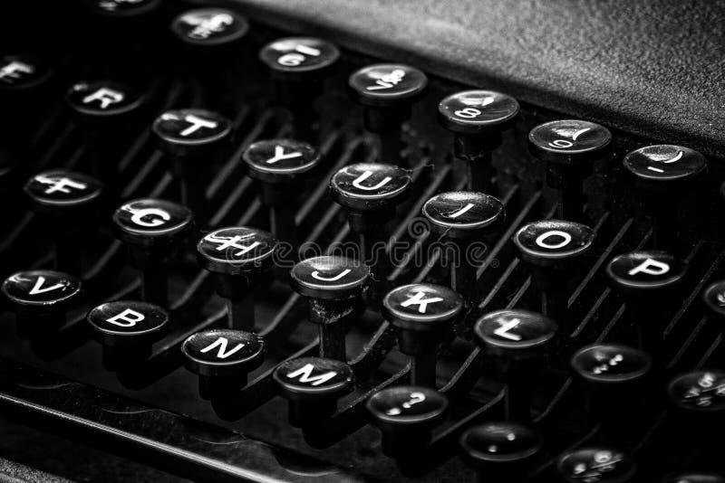 葡萄酒在黑白的打字机钥匙 免版税图库摄影