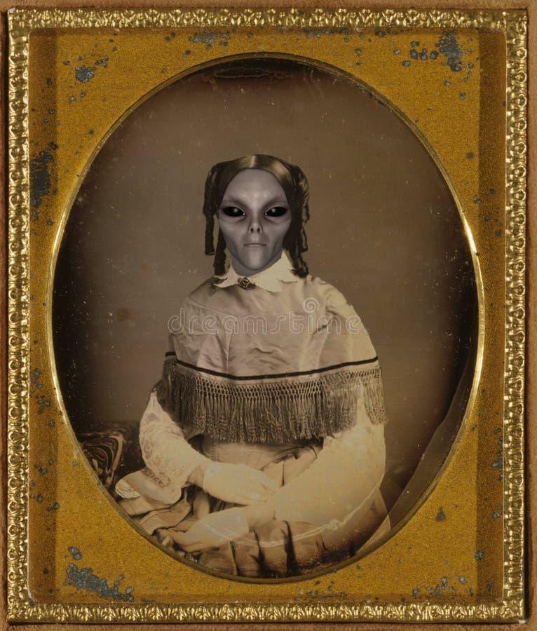 葡萄酒外星人妇女画象 免版税库存照片