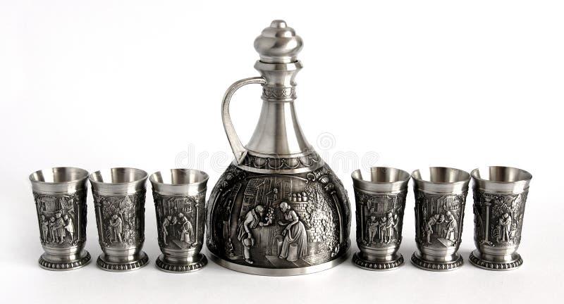 葡萄酒奖杯蒸馏瓶和玻璃 免版税图库摄影