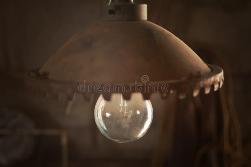葡萄酒室外庭院街道墙壁金属电子灯 免版税库存照片