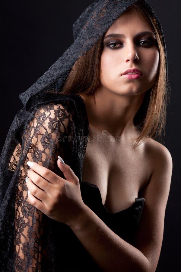 葡萄酒年轻美丽的巫婆妇女样式画象  免版税库存照片
