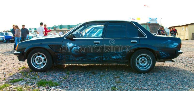 葡萄酒德国汽车在减速火箭的技术节日的欧宝Rekord为 免版税库存图片