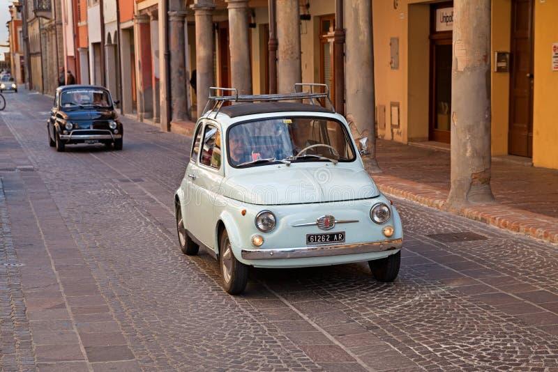 葡萄酒意大利汽车菲亚特500 免版税库存照片