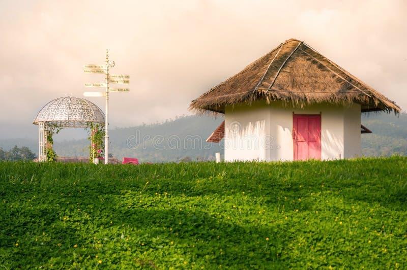 葡萄酒房子和曲拱 免版税图库摄影
