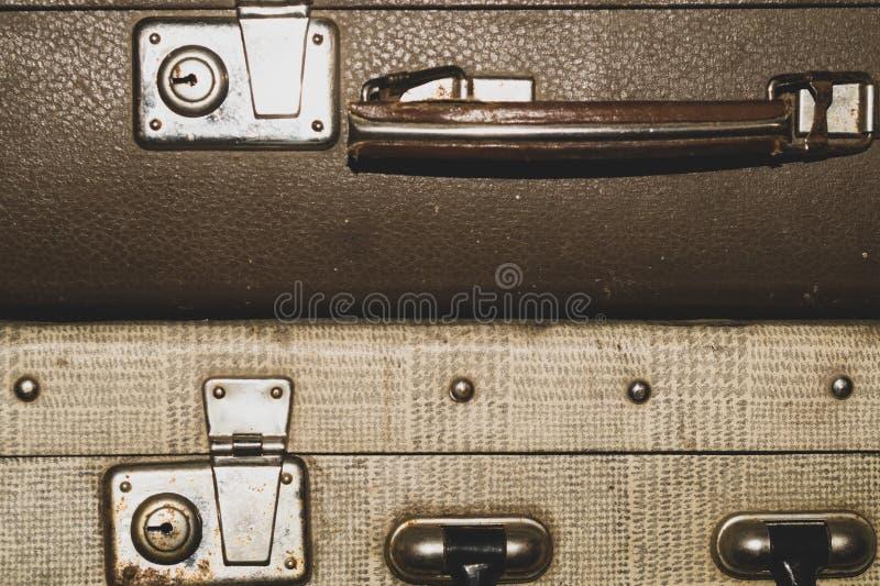 葡萄酒手提箱 经典行李 老行李 减速火箭的背景 免版税库存照片