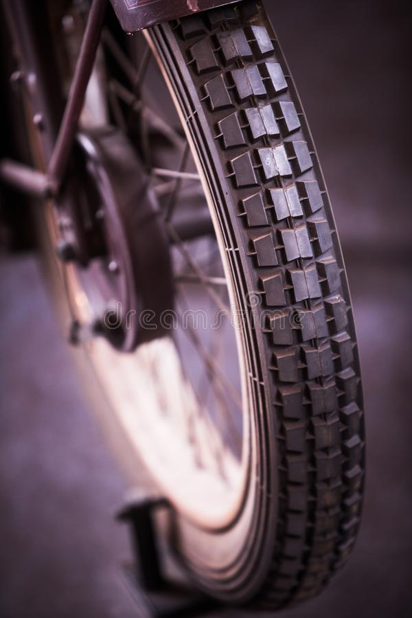 葡萄酒摩托车轮子 免版税图库摄影