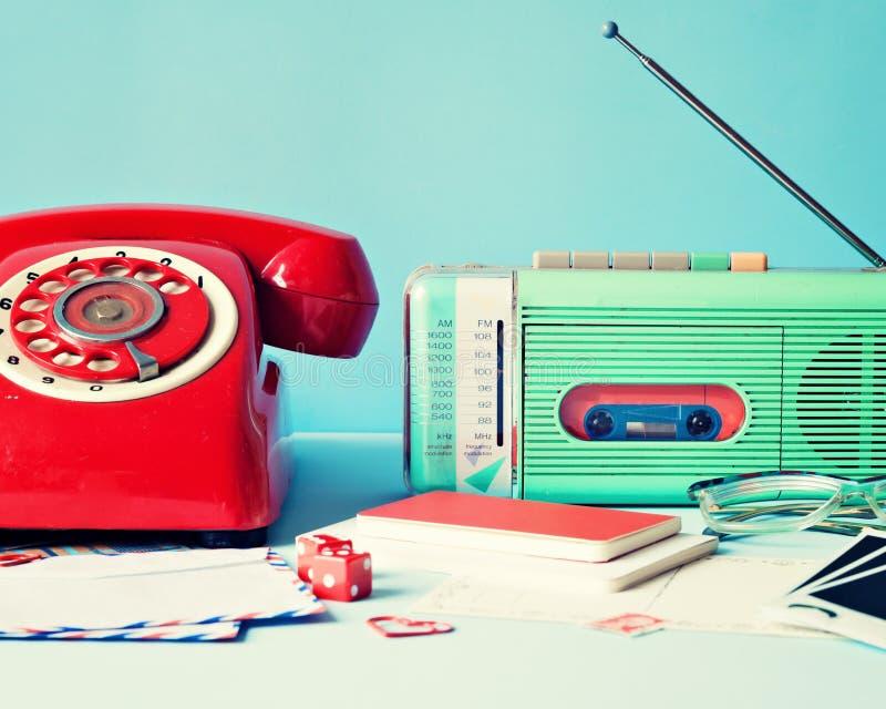 葡萄酒收音机和电话 库存图片