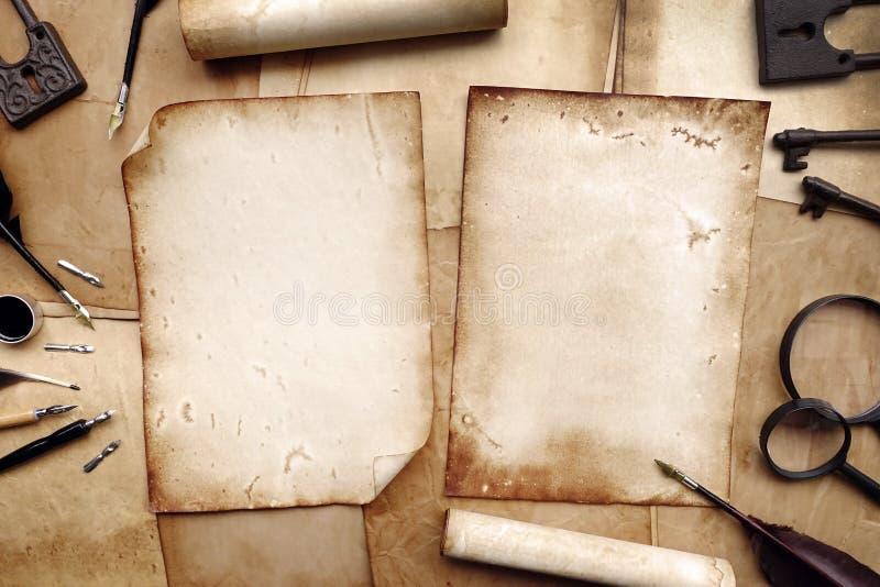 葡萄酒文字设置与老纸 免版税库存照片