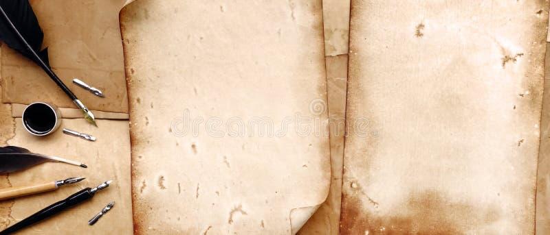 葡萄酒文字设置与老纸 库存照片