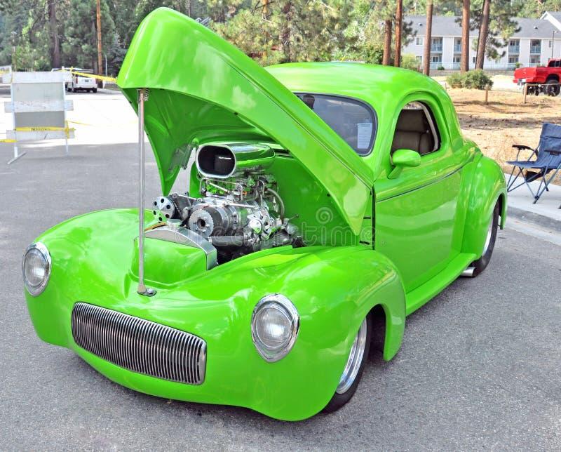 葡萄酒旧车改装的高速马力汽车 图库摄影