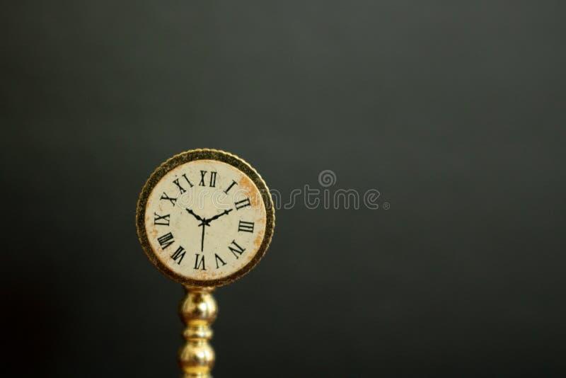 葡萄酒时钟的图片或观看显示时间 库存照片
