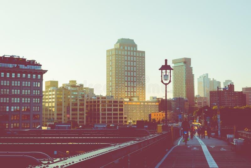 葡萄酒曼哈顿在日出,新的Yor的市地平线彩色视图  库存图片