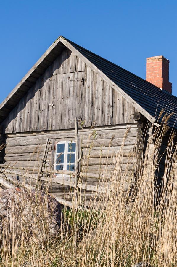 葡萄酒木乡间别墅和树篱 库存图片
