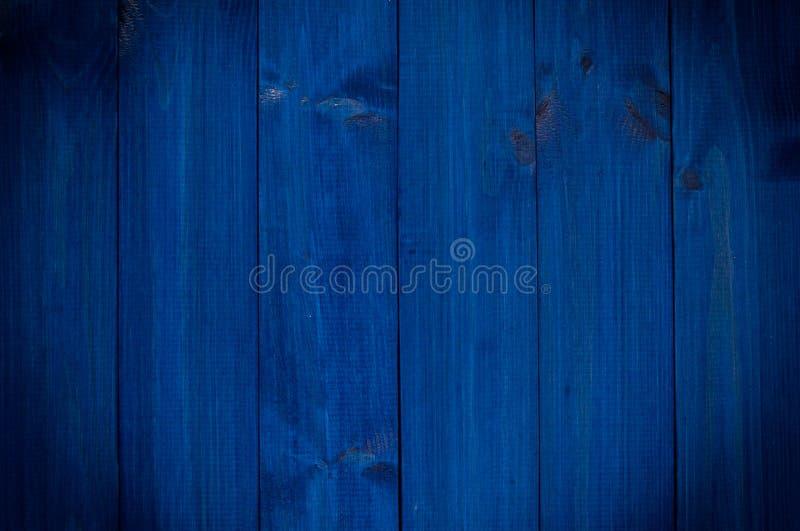 葡萄酒木深蓝水平的板 与拷贝空间的正面图 专业设计的背景 图库摄影