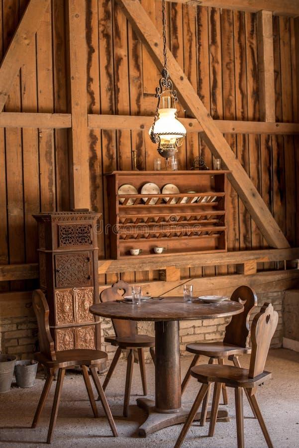 葡萄酒木餐厅 免版税库存图片