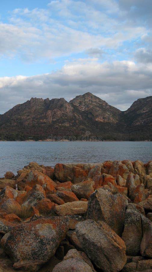 葡萄酒杯海湾塔斯马尼亚岛画象视图 库存照片