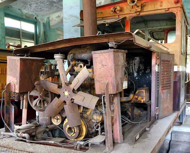 葡萄酒柴油火车的生锈的遗骸 免版税库存照片