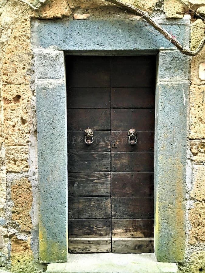 葡萄酒样式门、自古以来、历史、狮子和传说 免版税库存图片