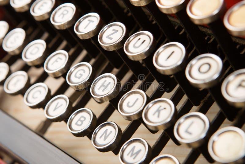 葡萄酒概念的控制台打字机键盘关闭写的,新闻事业,写博克 库存图片