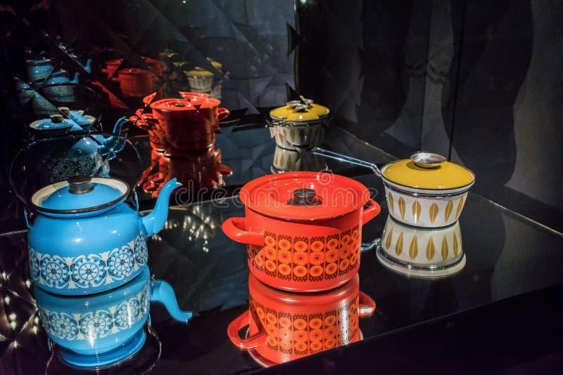 葡萄酒水壶、罐和平底深锅 免版税图库摄影