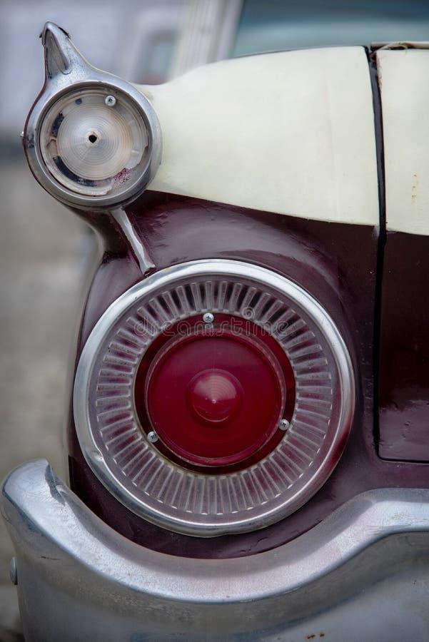 葡萄酒汽车后方尾灯  图库摄影