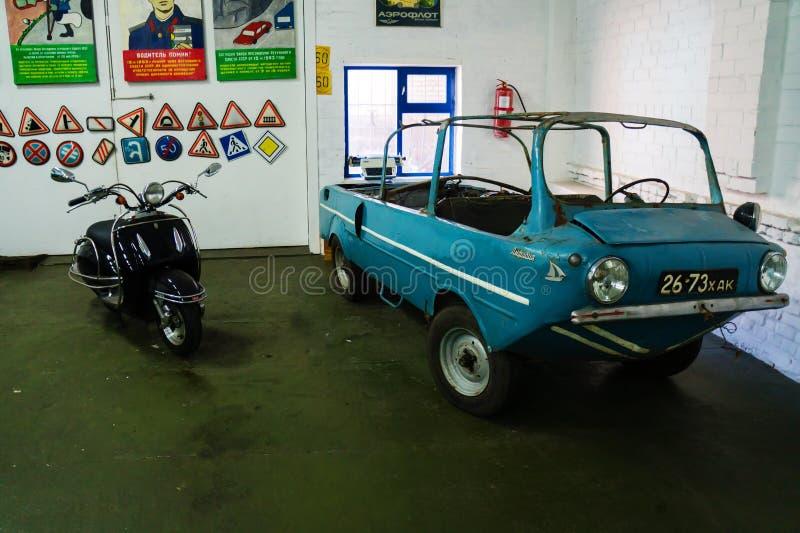 葡萄酒汽车苏联和美国敞蓬旅游车博物馆  库存照片