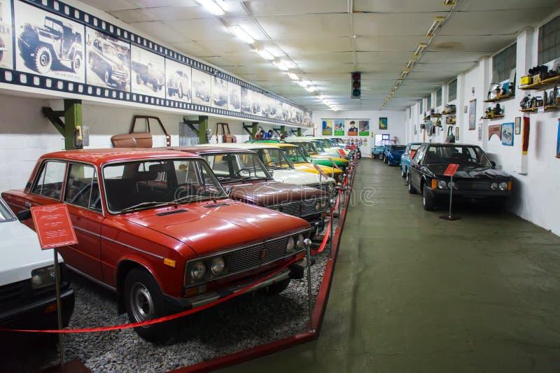 葡萄酒汽车苏联和美国敞蓬旅游车博物馆  图库摄影
