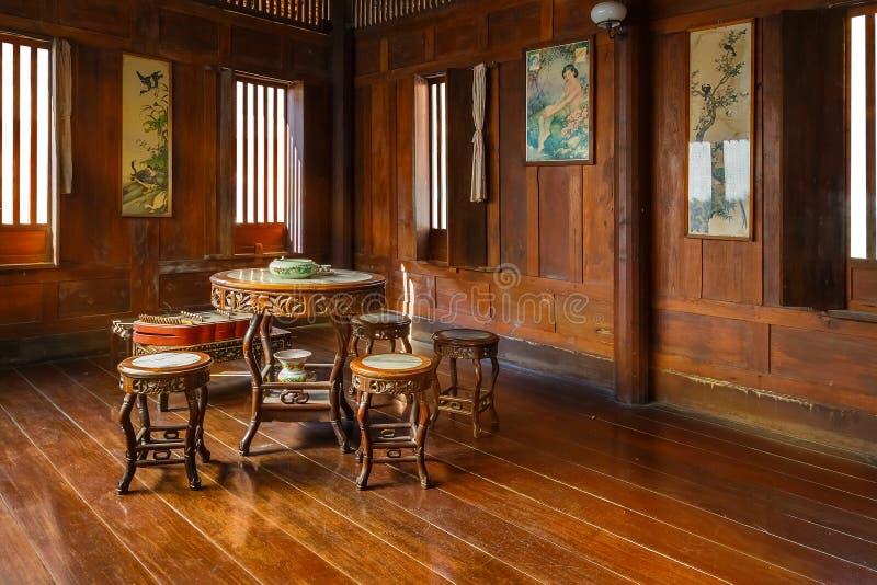 葡萄酒泰国房子的内部 免版税库存照片