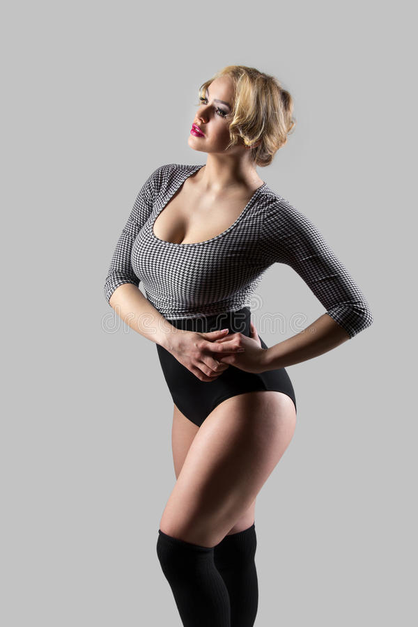 葡萄酒泳装的现代舞蹈家 库存图片