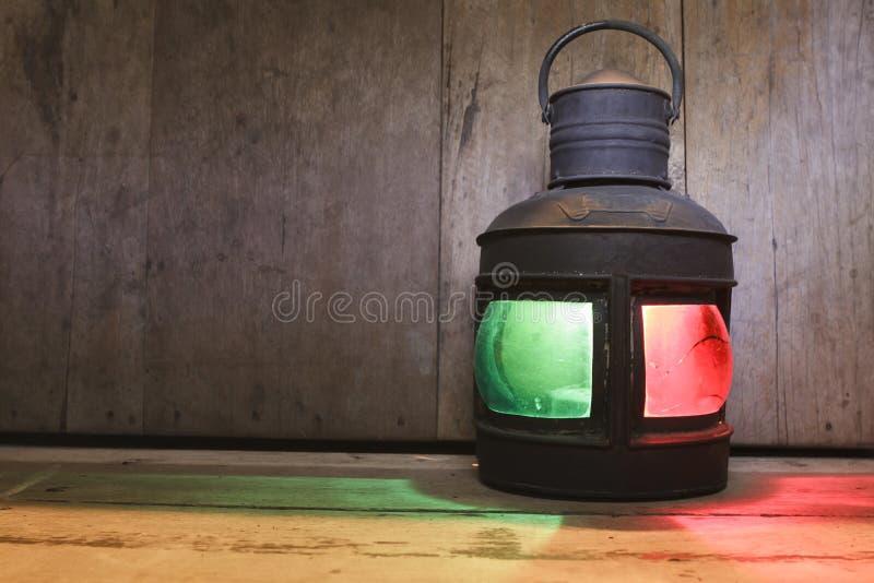 Download 葡萄酒煤油在木地板上的油灯笼 库存图片. 图片 包括有 煤油, 看板卡, 楼层, 镇痛药, 烛光, 圣诞节 - 59112235