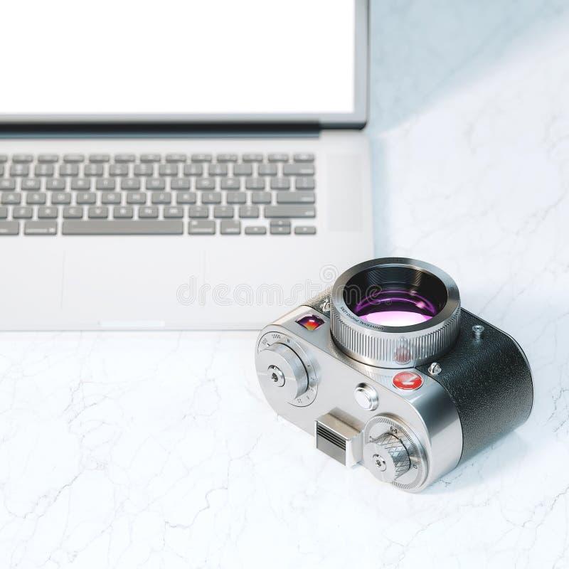 葡萄酒照片照相机和膝上型计算机嘲笑 免版税库存图片