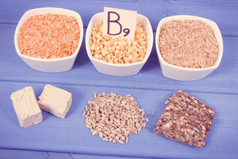 葡萄酒照片,包含维生素B9和饮食纤维,健康营养概念的滋补产品 免版税库存照片