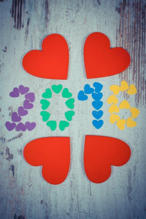 葡萄酒照片,新年好2016做了五颜六色的心脏和红色木心脏 免版税库存图片