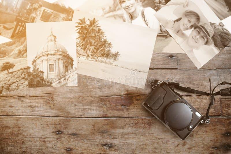 葡萄酒照相机和照片记忆 免版税库存图片