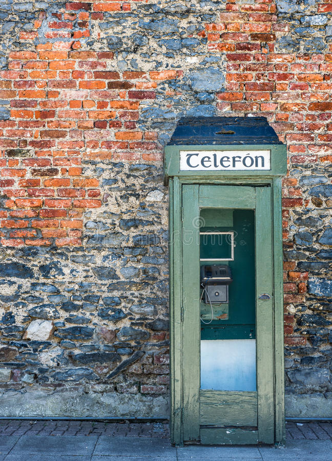 葡萄酒爱尔兰电话亭 库存照片