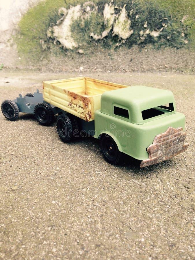 葡萄酒玩具卡车 免版税库存照片