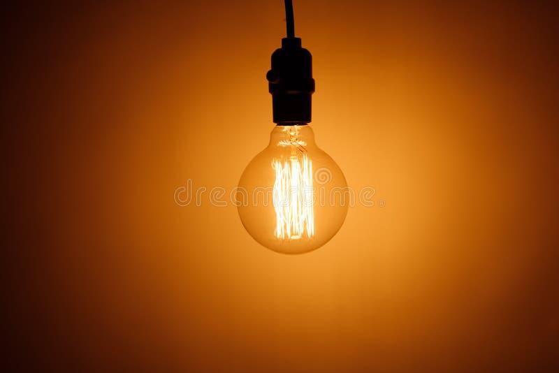 葡萄酒电电灯泡灯 库存图片