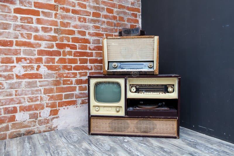 葡萄酒电视和收音机 库存照片