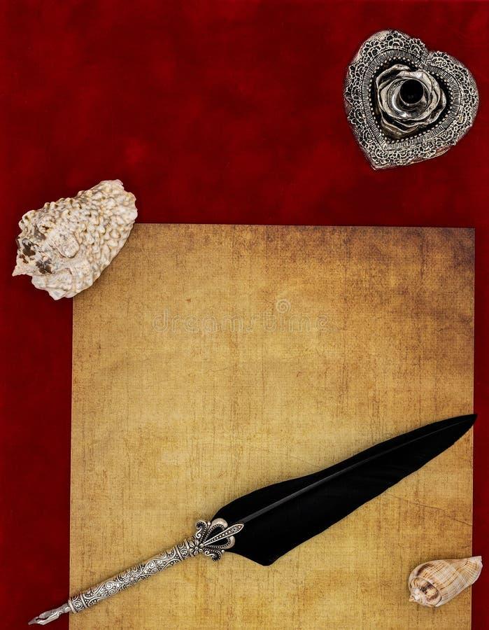 葡萄酒空白讲道,贝壳,华丽银色纤管立场装饰了纤管-情书概念 库存图片