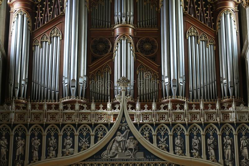 葡萄酒管风琴在大教堂圣尼古拉斯弗里堡,瑞士里 免版税库存图片