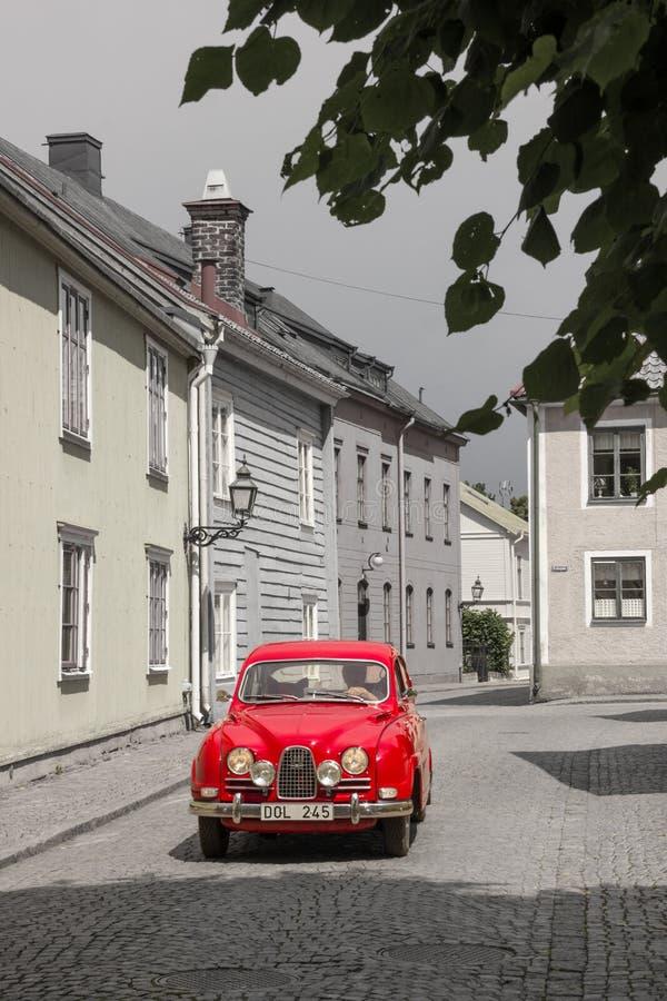 葡萄酒红色saab。Vadstena。瑞典 库存照片